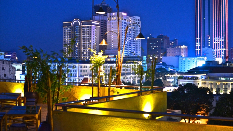 Một góc thành phố mang tên Bác nhìn từ tầng thương của nhà hàng Sài Gòn Grill