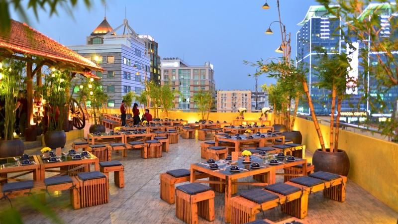 Không gian thoáng mát của nhà hàng Sài Gòn Grill