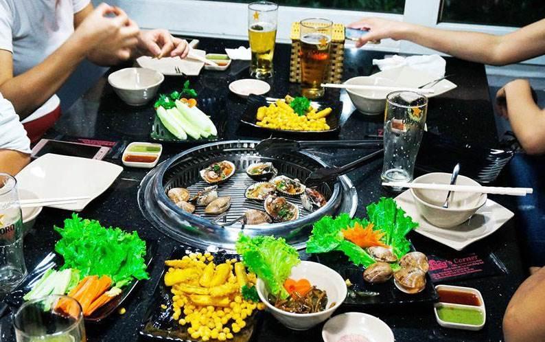 Sea's Corner hoạt động theo hình thức buffet lẩu nướng hải sản
