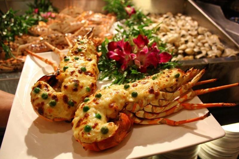 Sen Tây Hồ từ lâu đã được biết đến là nhà hàng buffet chuyên phục vụ các món Việt Nam, đồ Âu và Á