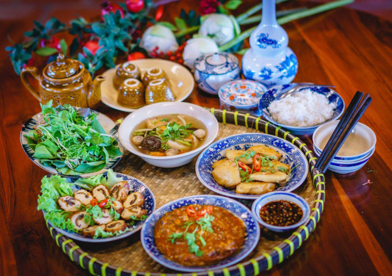 Mâm cơm chay đầy đủ dinh dưỡng được phục vụ bởi Phước Lạc Viên