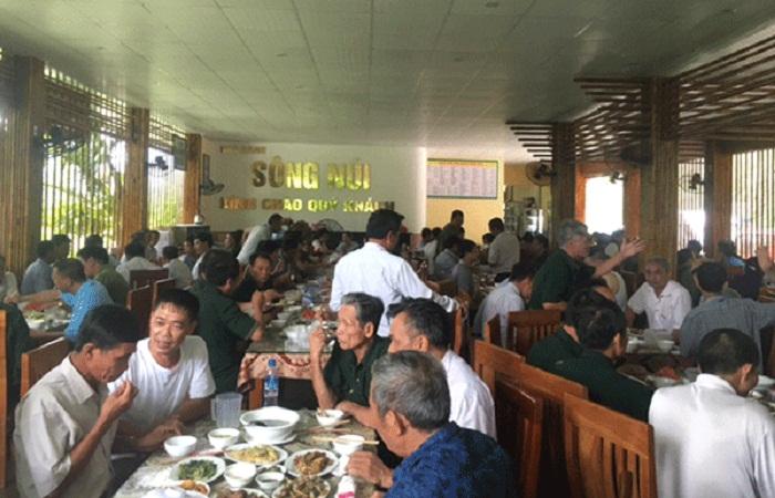 Nhà hàng Sông Núi