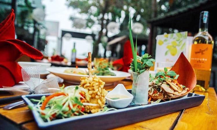 Thực đơn hấp dẫn đầy màu sắc ẩm thực từ Á đến Âu tại nhà hàng SUM Villa