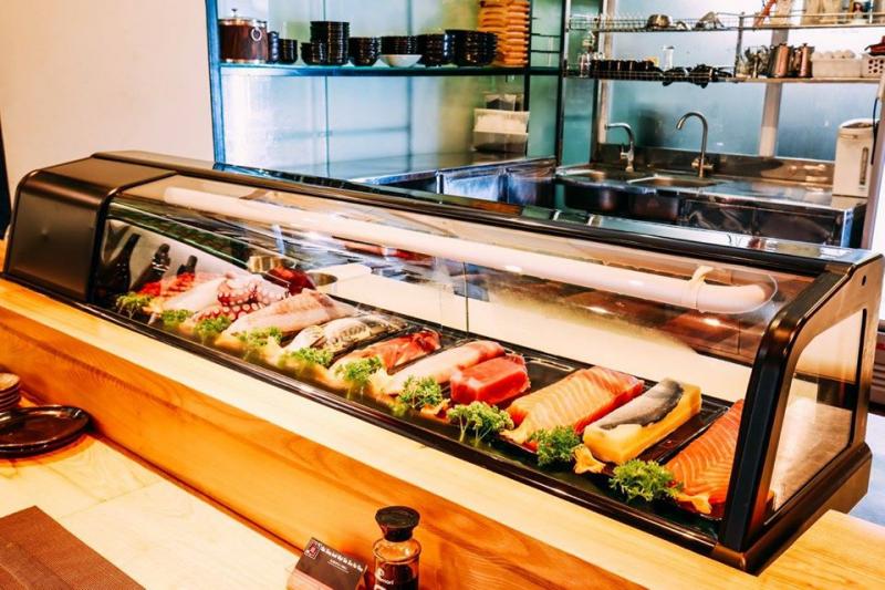 Nhà hàng Sushi Hoa Cúc Vàng