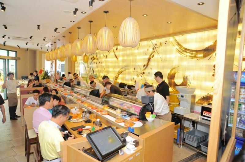 Sushi băng chuyền tại Sushi TEI