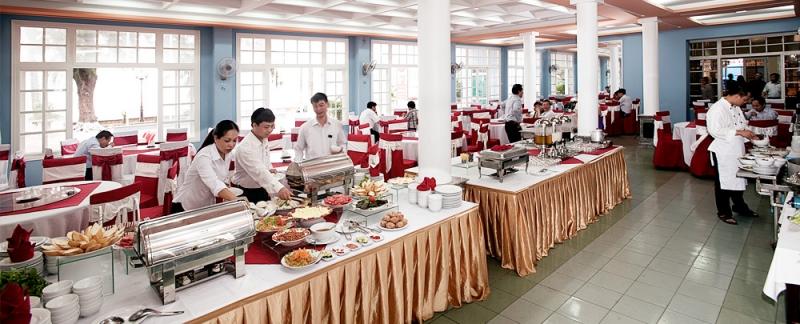 Không gian nhà hàng rất thoáng đãng, rộng rãi
