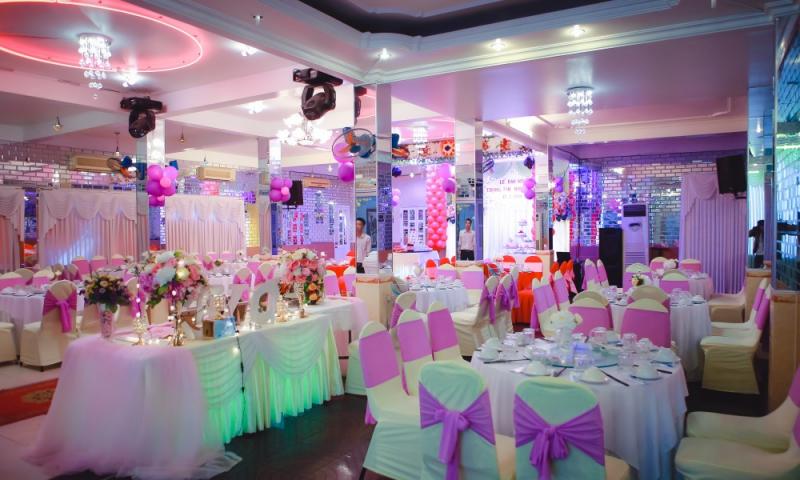 Nhà hàng Thoáng Việt chuyên tổ chức các buổi tiệc sinh nhật, thôi nôi cho khách hàng, với không gian rộng, thoải mái và ấm cúng