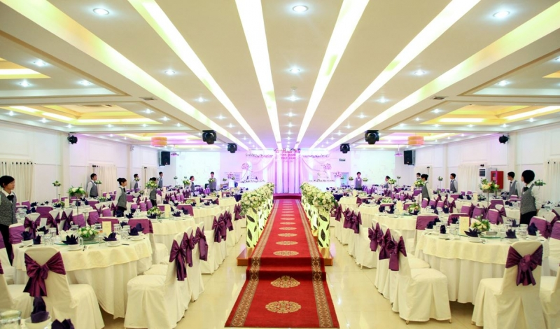 Nhà hàng tiệc cưới Bạch Kim luôn nổi bật với phong cách thiết kế theo kiểu Châu Âu
