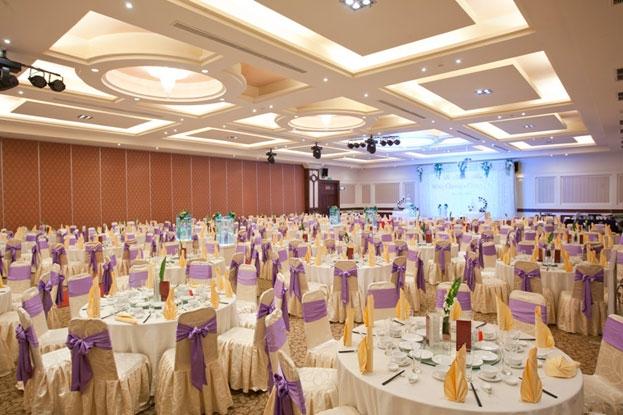 Nhà hàng tiệc cưới Diamond Place nổi bật với diện tích rộng lớn, đẹp mắt và thoáng mát