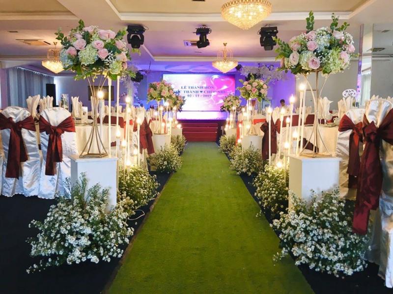 Cổng chào sảnh Hồng Ngọc Nhà hàng tiệc cưới Saphire được thiết kế đẹp mắt theo tên của sảnh