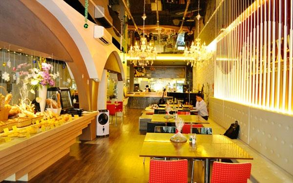 Nhà hàng Pita GR Restaurant là một nhà hàng nổi tiếng với các món ngon và lạ đến từ đất nước Hy Lạp