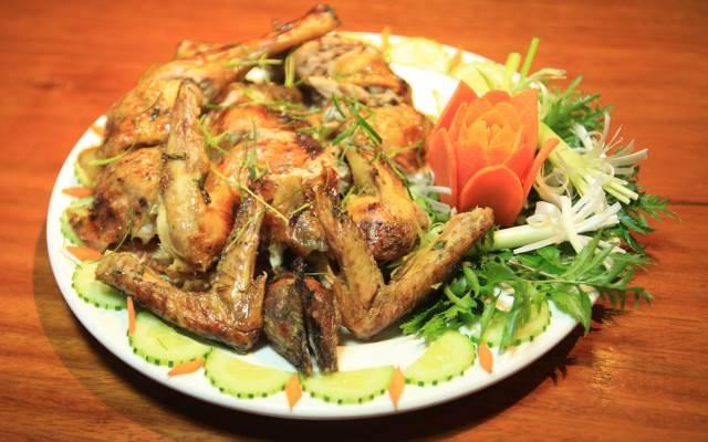 Hấp dẫn với món ăn ở Nhà Hàng Ven Hồ Quán