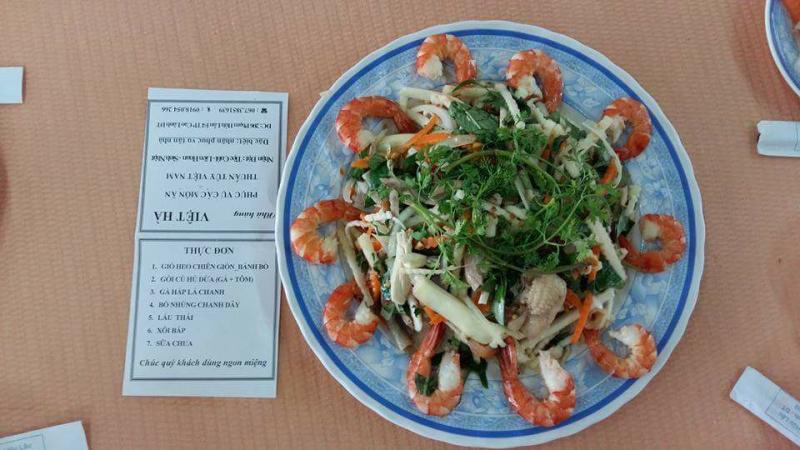 Nhà hàng Việt Hà với món Gỏi củ hủ dừa