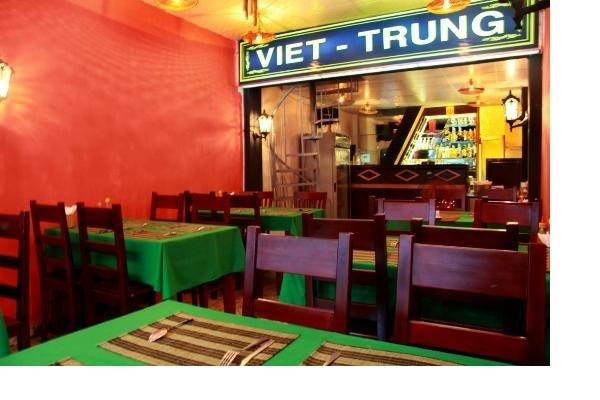 Nét đặc biệt của nhà hàng nằm ở lối thiết kế ấm cúng, gần gũi