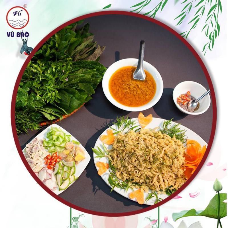 Gỏi nhệch được ăn với nhiều gia vị và rau thơm đi kèm giúp tăng hương vị món ăn