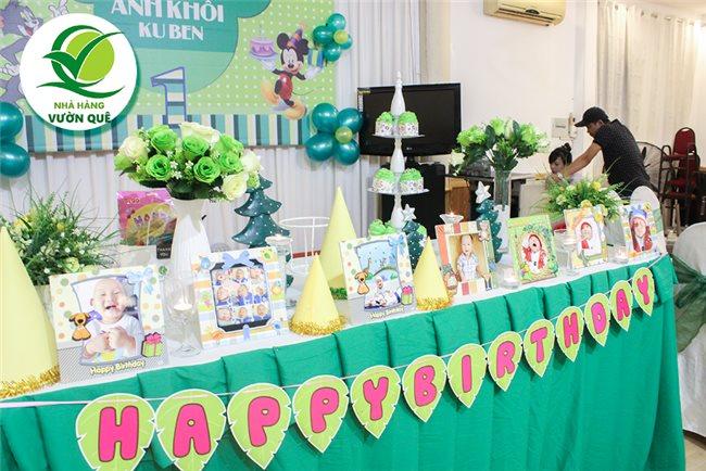 Nhà hàng Vườn Quê là nhà hàng hàng đầu trong lĩnh vực tổ chức tiệc sinh nhật, đặt tiệc thôi nôi, tiệc cưới,… ở Thành phố Hồ Chí Minh hiện nay
