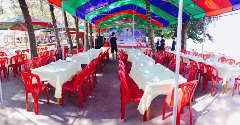 Không gian rộng rãi, thoáng mát ở nhà hàng Vườn Thông