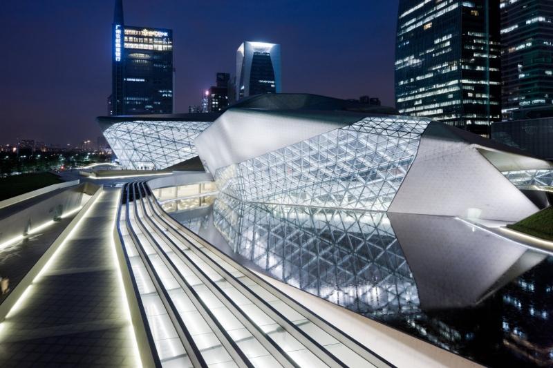 Tác phẩm đầu tay xuất sắc của kiến trúc sư Zaha Hadid - Nhà hát Opera Quảng Châu.
