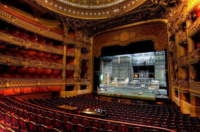 Bên trong của nhà hát