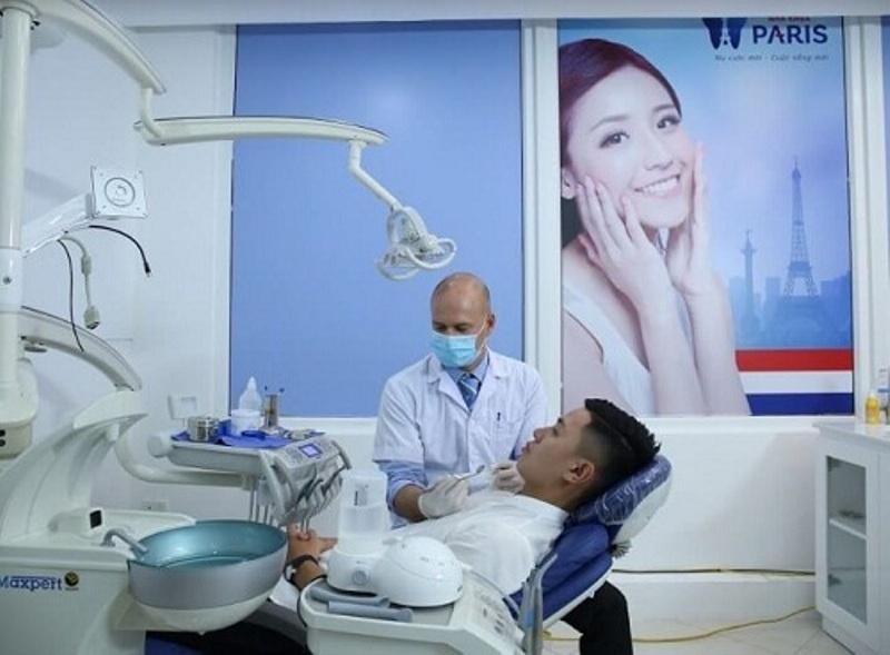 Khách hàng trám răng tại Nha khoa Paris