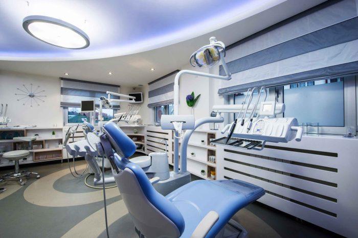 """Nha khoa Paris 97 Cộng Hòa được trang bị đầy đủ máy móc để là """"trợ thủ đắc lực"""" giúp bác sĩ mang lại cho bệnh nhân những ca hỗ trợ điều trị, thẩm mỹ răng chất lượng."""