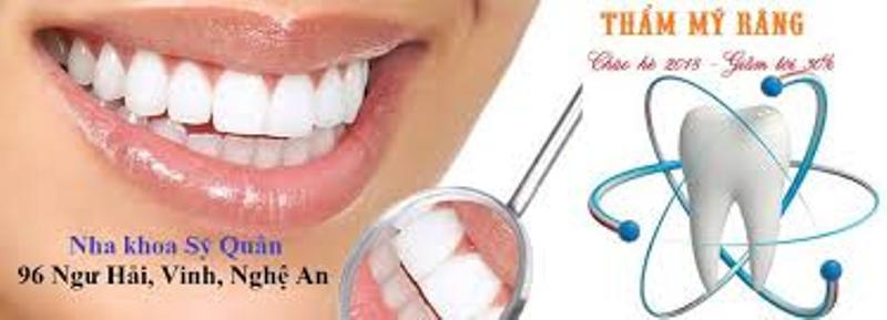 Khách hàng tẩy trắng răng tại Nha khoa Sĩ Quân