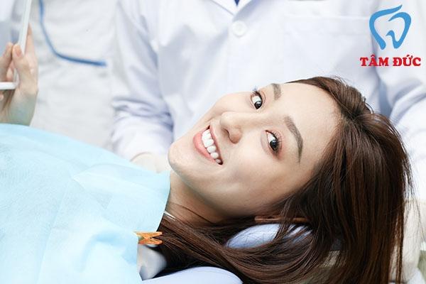 Nụ cười rạng rỡ của khách hàng sau khi sử dụng dịch vụ tẩy trắng răng tại Tâm Đức