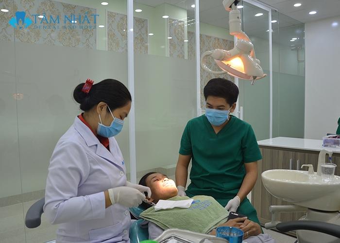 Khách hàng tẩy trắng răng tại nha khoa Tâm Nhất