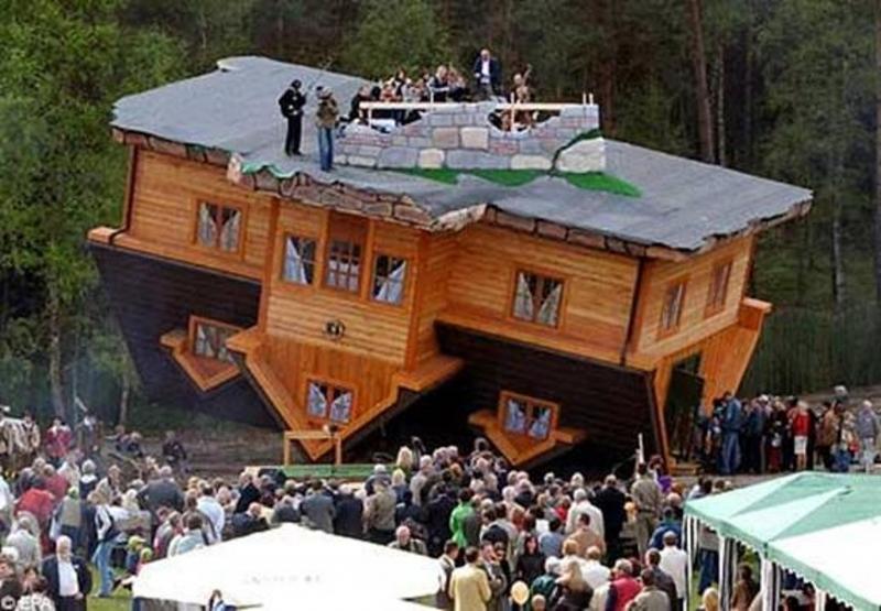 Ngôi nhà lộn ngược - Nét độc đáo của kiến trúc Ba Lan