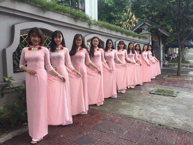 Khách hàng sử dụng trang phục của Tuấn Minh