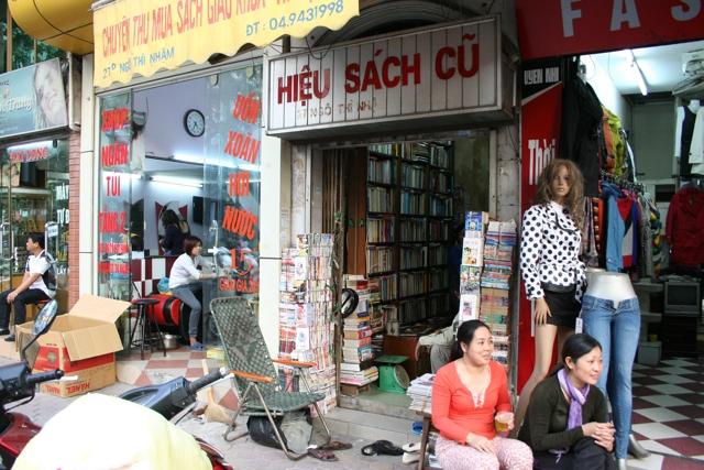Nhà sách cũ 27D trên đường Ngô Thì Nhậm