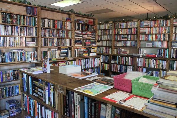 Một góc nhỏ tại nhà sách Khuyến Học