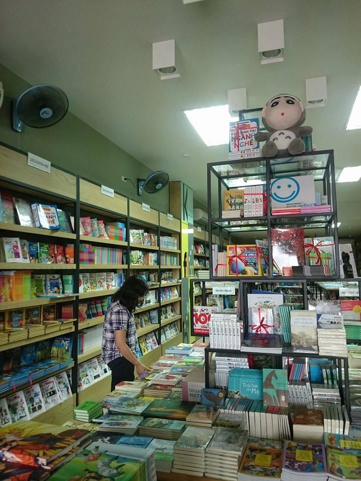 Khu vực trưng bày sách của Nhà sách Kim Đồng