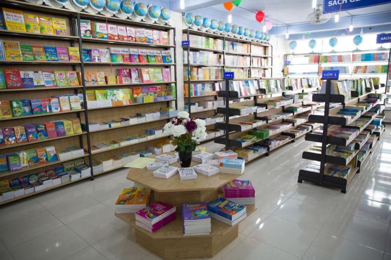 Nhà sách Thành Vinh với nhiều thể loại sách đa dạng và phong phú