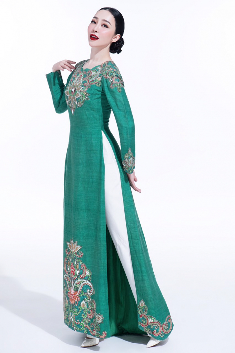 Thiết kế áo dài của Phùng Thị Thu Thủy
