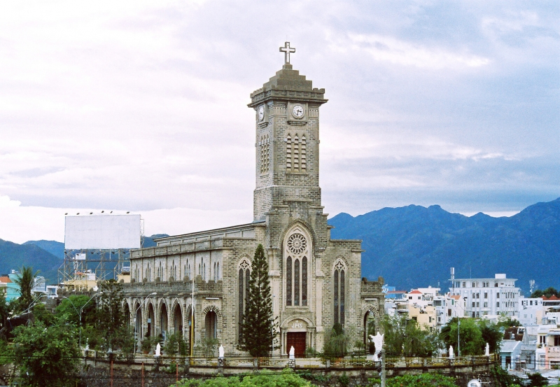 Đây cũng là một công trình được xây dựng theo lối kiến trúc Gothic