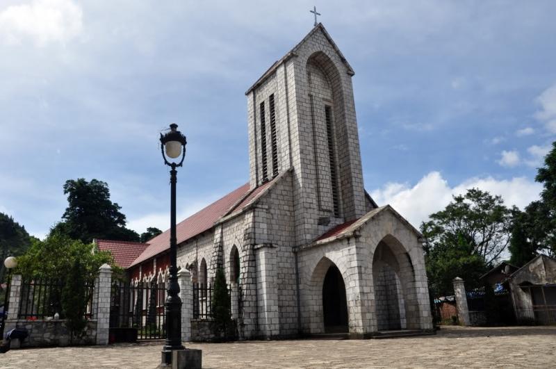 Nhà thờ cổ Sapa có kiến trúc độc đáo