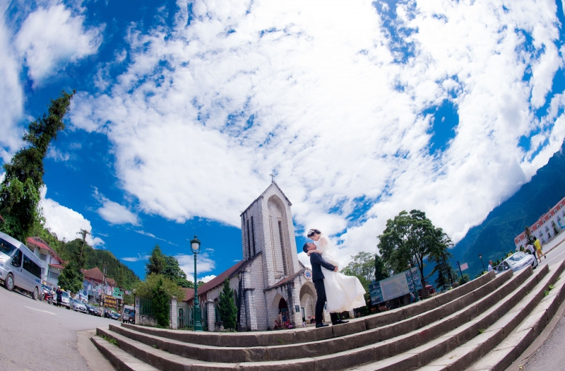 Cảm nhận sự bình yên bên bộ ảnh cưới tại nhà thờ đá cổ Sapa
