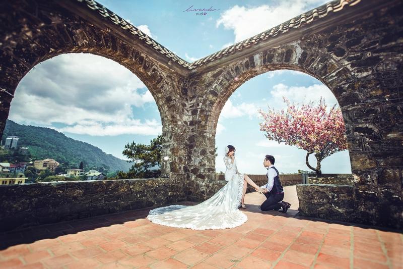 Ảnh cưới lãng mạn và cổ kính hà thờ đá - Tam Đảo