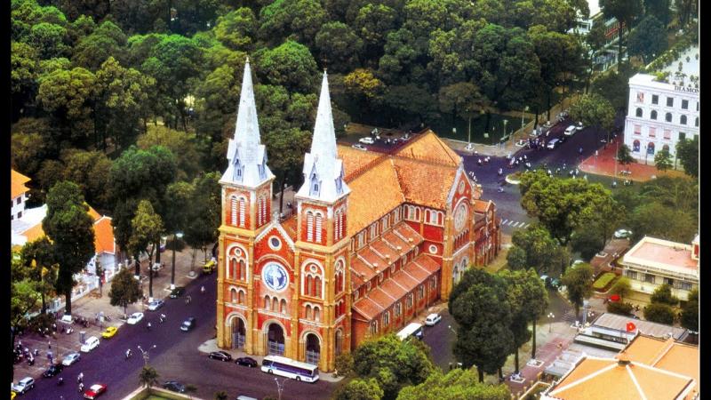 Nhà thờ Đức Bà Sài Gòn nhìn từ trên cao