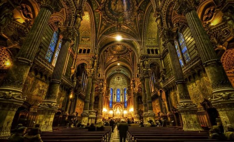 Nhà thờ Đức bà Paris toàn cảnh bên trong.