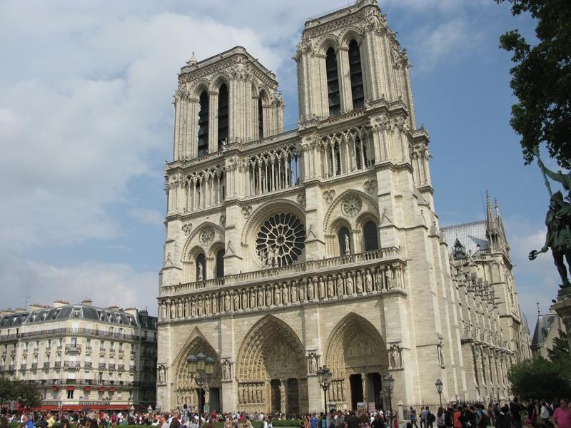 Nhà Thờ Đức Bà Paris – Pháp