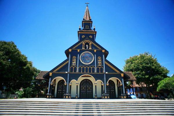 Nhà thờ gỗ 100 tuổi