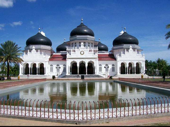 Nhà thờ Hồi giáo Baiturrahman nằm ngay trung tâm thành phố Banda Aceh ở Indonesia