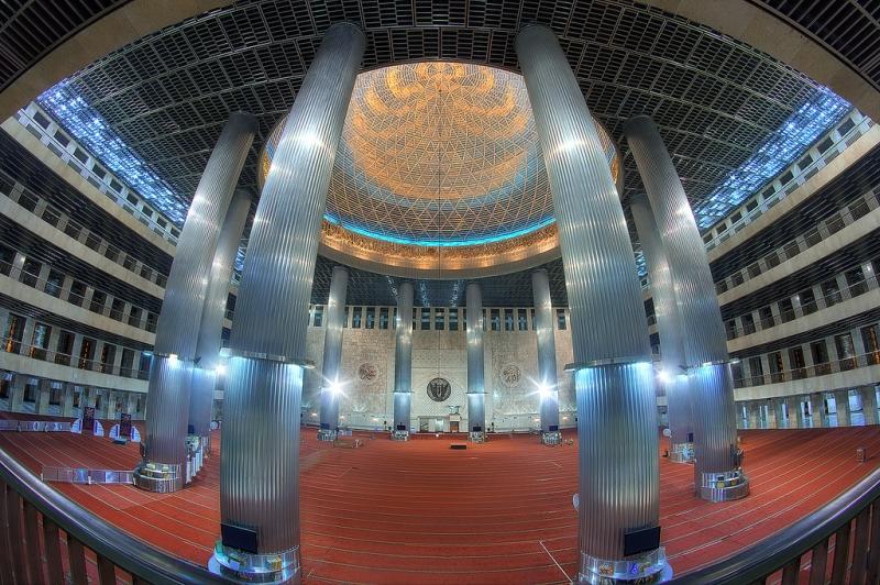 Bên trong Nhà thờ Hồi giáo Istiqlal