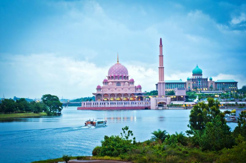 Thánh Đường Hồi Giáo Putra (Thánh Đường Màu Hồng)