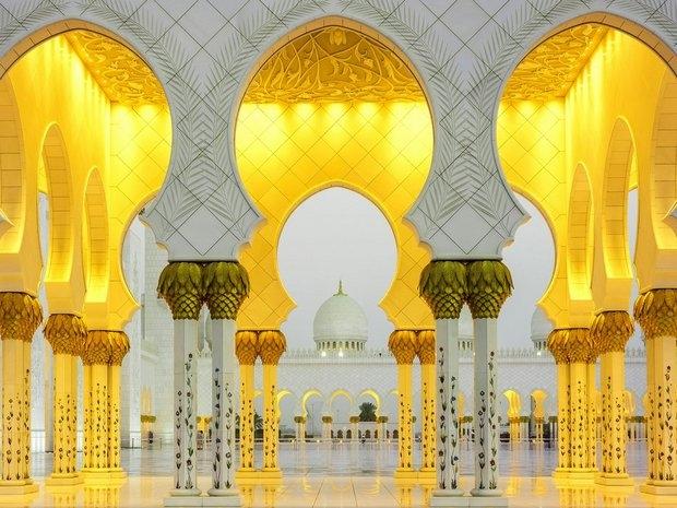 Nhà thờ Hồi giáo Sheikh Zayed Grand - Abu Dhabi (Các tiểu vương quốc Ả Rập thống nhất)