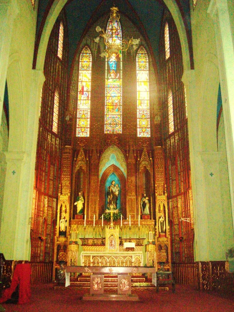 Cung thánh Nhà thờ Lớn