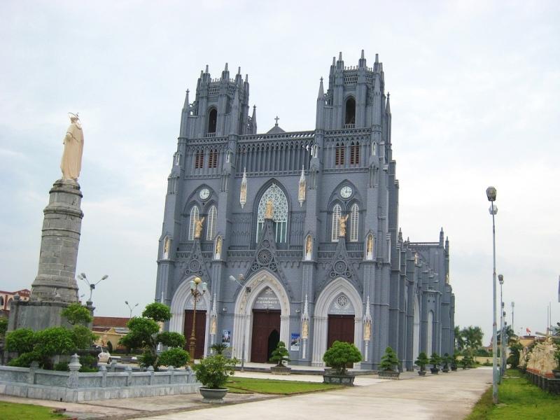 Nhà thờ Công giáo Rôma này thuộc Giáo phận Bùi Chu, Việt Nam
