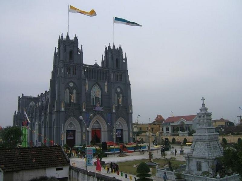 Toàn cảnh nhà thờ Phú Nhai